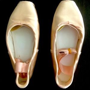 Brand New Pointe Shoes Size 37